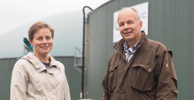 Anne Paadar och Kurt Stenvall från Jeppo Biogas personal